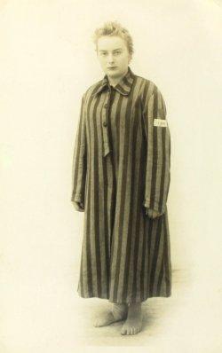 <a id='anker14' href='https://versteckte-geschichte-markkleeberg.de/quellenverzeichnis#aussenlager-des-kz-buchenwald14' target='_new'>Abb. 2: Die ehemalige Häftlingsfrau <br /> Scholastyka-Marie Mocige <br /> nach der Befreiung</a>